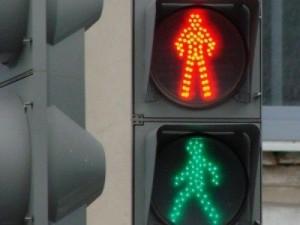 Нужно ли уступать дорогу дорожным рабочим на пешеходном переходе