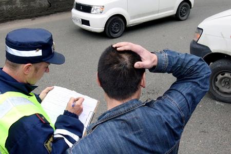 У виновника ДТП нет полиса ОСАГО: что делать, можно ли обратиться в свою страховую компанию, и как быть, если устроили аварию именно вы?